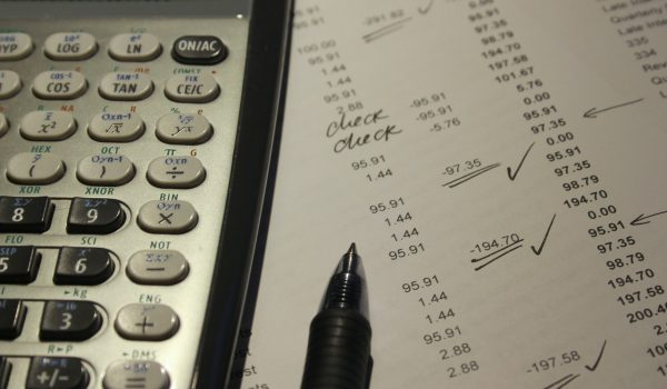 Taschenrechner und Zahlenpapier